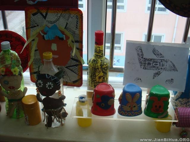布置/幼儿园生活环境布置:幼儿手工作品展