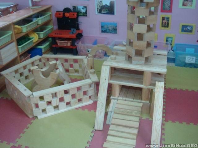 幼儿园小班活动区布置:建筑区之积木搭建示例