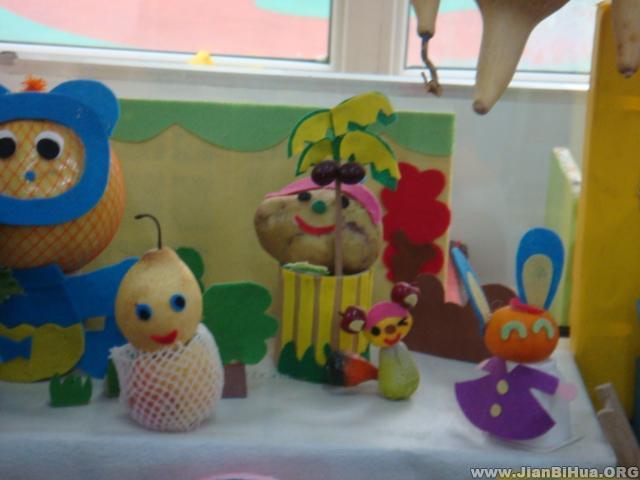 布置/幼儿园大班自然角布置:水果娃娃