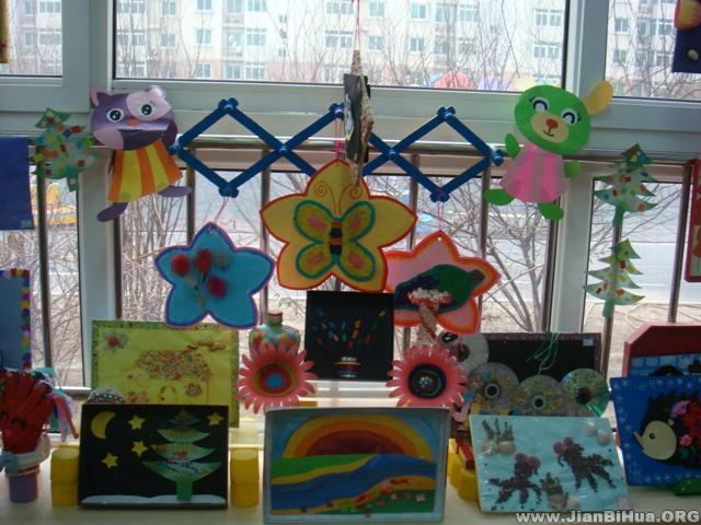 布置 活动/幼儿园活动室布置:中班手工绘画展示
