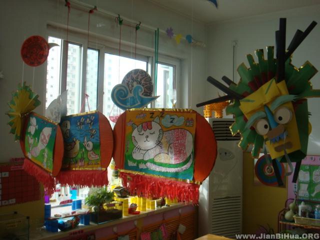 幼儿园室内吊饰布置图片:幼儿作品吊饰