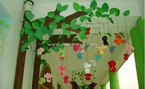 幼儿园小班吊饰布置:可爱的玩偶树
