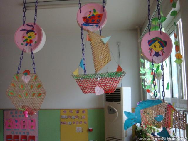 幼儿园室内吊饰布置:手工竹编吊饰