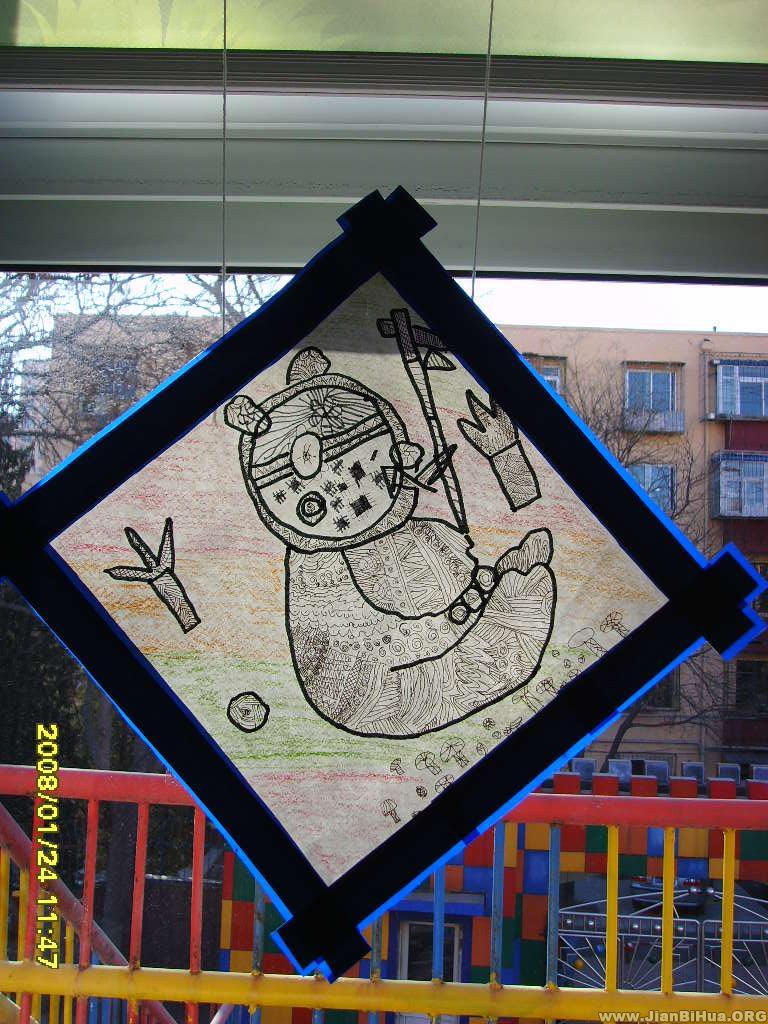 幼儿园大班吊饰布置图片:线条装饰画