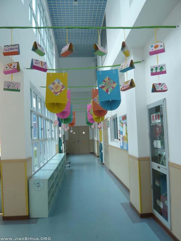 幼儿园楼道布置图片:小班长廊