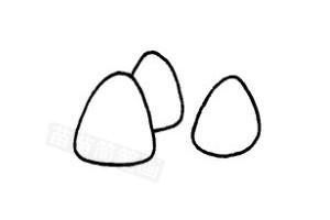 1.画出碗   2.用弧线组成一碗饭   3.简单画几颗饭粒   面条、馒头、花卷、窝窝头等都是主食.