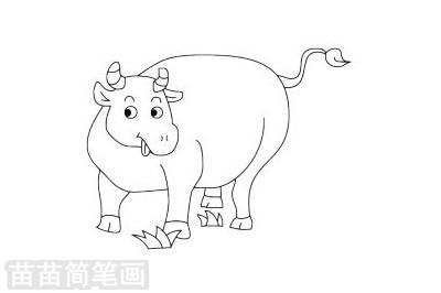 水牛小知识:水牛的祖先生活在很热的地方,主要在热带和亚热带,这些地方气温高,湿度大.水牛怕热,主要因为水牛天生体肥皮厚,可偏偏汗腺不发达,不能利用来散发身体内的热量,无法维持正常的恒定体温.因此客观环境决定了水牛的生活习性喜欢在水里,水牛角具有清热解毒、凉
