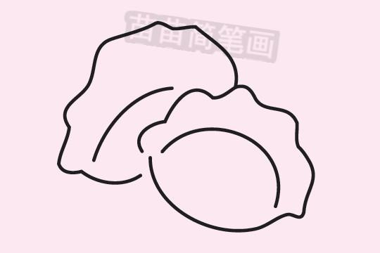 """饺子小知识:饺子的谐音""""交子""""即新年与旧年相交的时刻,饺子的习俗1、饺子是中国民间的一种传统美食,深受中国老百姓的喜爱,特别是北方地区,几乎每一个重大的日子都离不开饺子这种美食,立冬吃饺子,冬至吃饺子,大年小年元宵节都要吃饺子,民间有""""好吃不过饺子""""的俗语"""